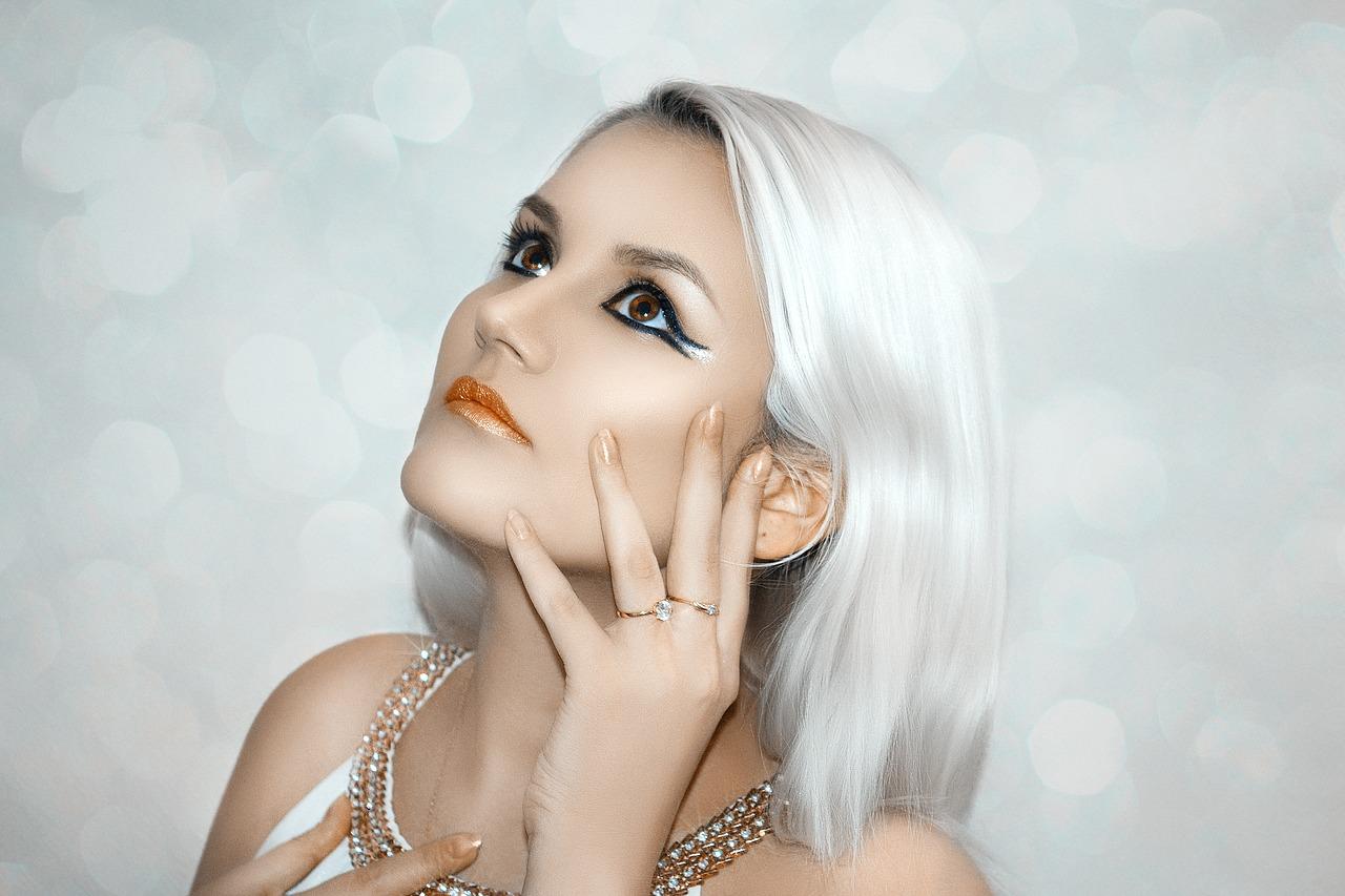Naturalny makijaż permanentny brwi. Makijaż permanentny brwi a efekty końcowe. Poprawka makijażu permanentnego brwi